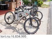 Купить «Современные электрические велосипеды на городской улице», фото № 6834995, снято 25 мая 2019 г. (c) Vladimir Sviridenko / Фотобанк Лори