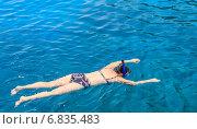 Купить «Снорклинг. Девушка плавает в море с маской», фото № 6835483, снято 27 июля 2014 г. (c) Николай Коржов / Фотобанк Лори