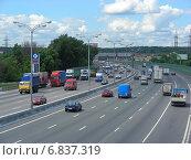 Купить «Плотное движени на МКАД в районе Гольяново», эксклюзивное фото № 6837319, снято 18 июля 2012 г. (c) lana1501 / Фотобанк Лори