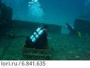 Купить «Водолазы осматривают затонувшее судно», фото № 6841635, снято 11 февраля 2013 г. (c) Сергей Дубров / Фотобанк Лори