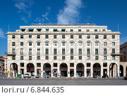 Купить «Genoa, Italy, Palazzo INPS after typical of this period by Marcello Piacentini, built in 1937», фото № 6844635, снято 28 июля 2013 г. (c) Caro Photoagency / Фотобанк Лори
