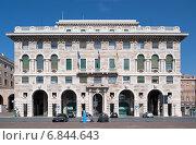 Genoa, Italy, Palazzo NAFTA by Marcello C. Ginatta in Piazza della Vittoria (2013 год). Редакционное фото, агентство Caro Photoagency / Фотобанк Лори