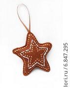 Купить «Звёздочка из фетра, новогоднее украшение», эксклюзивное фото № 6847295, снято 26 декабря 2014 г. (c) Dmitry29 / Фотобанк Лори