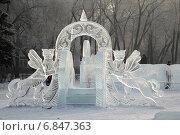 Купить «Ледяная горка для маленьких детей с мифическими животными», фото № 6847363, снято 25 декабря 2014 г. (c) Виталий Матонин / Фотобанк Лори