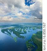 Купить «Пойма лесной реки летом во время паводка», фото № 6850167, снято 26 июня 2014 г. (c) Владимир Мельников / Фотобанк Лори