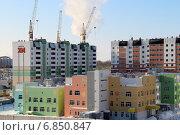 Купить «Строительство  жилого микрорайона в городе Барнаул», фото № 6850847, снято 28 декабря 2014 г. (c) Марина Орлова / Фотобанк Лори