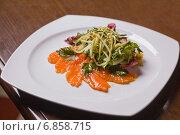 Купить «Салат с семгой,огурцом,зеленью и кунжутом», фото № 6858715, снято 23 мая 2012 г. (c) Gagara / Фотобанк Лори