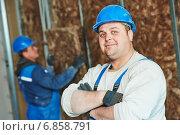 Купить «Construction worker at insulation work», фото № 6858791, снято 27 ноября 2014 г. (c) Дмитрий Калиновский / Фотобанк Лори