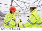 Купить «Construction builder workers», фото № 6858835, снято 14 декабря 2014 г. (c) Дмитрий Калиновский / Фотобанк Лори