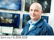 Купить «Security video surveillance chief», фото № 6858839, снято 14 декабря 2014 г. (c) Дмитрий Калиновский / Фотобанк Лори