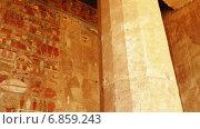Купить «Изображения на стене в храме Луксора, Египет», видеоролик № 6859243, снято 26 декабря 2014 г. (c) Михаил Коханчиков / Фотобанк Лори