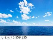 Морской пейзаж. Голубое небо и белые облака. Стоковое фото, фотограф Игорь Чайковский / Фотобанк Лори