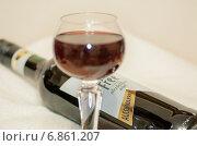 Безалкогольное вино - фокус по слову Alcoholfree на этикетке, эксклюзивное фото № 6861207, снято 30 декабря 2014 г. (c) Константин Косов / Фотобанк Лори