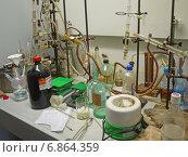 Купить «Химическая лаборатория, оборудование в вытяжном шкафу», эксклюзивное фото № 6864359, снято 22 сентября 2014 г. (c) Татьяна Юни / Фотобанк Лори