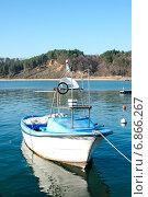 Купить «Рыболовный катер у причала», фото № 6866267, снято 13 декабря 2014 г. (c) Кононенко Александр / Фотобанк Лори