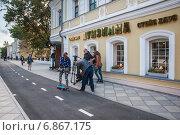 Купить «Съёмочная группа на Пятницкой улице», эксклюзивное фото № 6867175, снято 26 августа 2014 г. (c) Алёшина Оксана / Фотобанк Лори