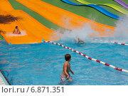 Water slides at Illa Fantasia Barcelona waterpark (2014 год). Редакционное фото, фотограф Яков Филимонов / Фотобанк Лори