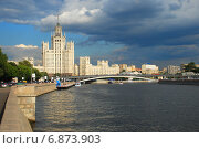 Высотка на Котельнической набережной в Москве (2009 год). Редакционное фото, фотограф lana1501 / Фотобанк Лори