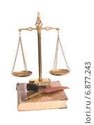 Весы, перо и чернила на старой книге. Стоковое фото, фотограф Федоренко Борис / Фотобанк Лори
