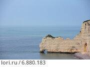 Купить «Этрета, скалы. Франция», фото № 6880183, снято 20 апреля 2014 г. (c) Любовь Михайлова / Фотобанк Лори