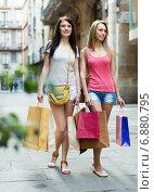 Купить «Girls with shopping bags», фото № 6880795, снято 2 мая 2014 г. (c) Яков Филимонов / Фотобанк Лори