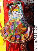 Купить «Лоскутное творчество-изделия ручной работы на ярмарке в Москве», эксклюзивное фото № 6881007, снято 27 апреля 2012 г. (c) lana1501 / Фотобанк Лори