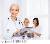 Купить «smiling female doctor with clipboard», фото № 6884751, снято 15 апреля 2014 г. (c) Syda Productions / Фотобанк Лори