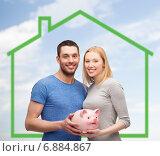 Купить «smiling couple holding piggy bank over green house», фото № 6884867, снято 9 февраля 2014 г. (c) Syda Productions / Фотобанк Лори