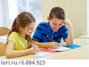 Купить «group of school kids writing test in classroom», фото № 6884923, снято 15 ноября 2014 г. (c) Syda Productions / Фотобанк Лори