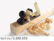 Купить «Старый железный рубанок на деревянном бруске со стружками на белом фоне», фото № 6888659, снято 12 января 2015 г. (c) Алексей Маринченко / Фотобанк Лори