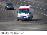 Купить «Автомобиль скорой медицинской помощи на дороге. Боровицкая площадь в Москве», эксклюзивное фото № 6889107, снято 3 апреля 2010 г. (c) lana1501 / Фотобанк Лори
