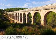 ancient aqueduct in summer forest (2013 год). Стоковое фото, фотограф Яков Филимонов / Фотобанк Лори