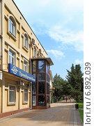 Купить «Транскредитбанк. Город Сочи», фото № 6892039, снято 17 августа 2013 г. (c) Григорий Писоцкий / Фотобанк Лори