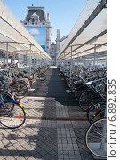 Стоянка для велосипедов. Редакционное фото, фотограф Александра Орехова / Фотобанк Лори