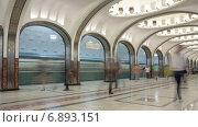 Купить «Станция метро в Москве, таймлапс», видеоролик № 6893151, снято 1 января 2015 г. (c) Кирилл Трифонов / Фотобанк Лори