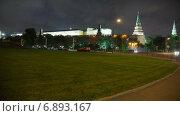 Купить «Боровицкая площадь в Москве вечером, таймлапс», видеоролик № 6893167, снято 1 января 2015 г. (c) Кирилл Трифонов / Фотобанк Лори