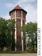 Купить «Старая водонапорная башня в поселке Янтарный, Калининградская область», эксклюзивное фото № 6897487, снято 19 июля 2008 г. (c) Алексей Гусев / Фотобанк Лори