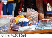 Купить «Пасхальный куличи и яйца, приготовленные для освящения», эксклюзивное фото № 6901591, снято 23 апреля 2010 г. (c) lana1501 / Фотобанк Лори