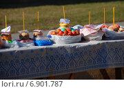 Купить «Пасхальный куличи и крашеные яйца, приготовленные для освящения», эксклюзивное фото № 6901787, снято 23 апреля 2010 г. (c) lana1501 / Фотобанк Лори