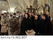 Купить «Монахини Новодевичьего монастыря, город Москва», эксклюзивное фото № 6902807, снято 6 января 2015 г. (c) Дмитрий Неумоин / Фотобанк Лори