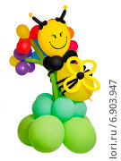 Купить «Пчела на цветке из воздушных шаров, изолированно на белом фоне», фото № 6903947, снято 4 августа 2014 г. (c) Йомка / Фотобанк Лори