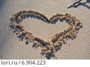 Сердце на песке. Стоковое фото, фотограф Васильева Екатерина / Фотобанк Лори