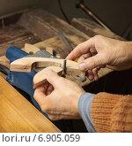 Купить «Изготовление дверной ручки из дерева», фото № 6905059, снято 17 января 2015 г. (c) Александр Романов / Фотобанк Лори