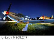 Советский истребитель Як-3 на ночном аэродроме (2013 год). Редакционное фото, фотограф Антон Довбуш / Фотобанк Лори