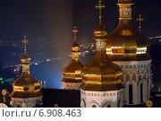 Купола Киево-Печерской лавры ночью на фоне города (2007 год). Стоковое фото, фотограф Антон Довбуш / Фотобанк Лори