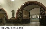 Купить «Станция метро в Москве, таймлапс», видеоролик № 6913363, снято 16 октября 2013 г. (c) Кирилл Трифонов / Фотобанк Лори