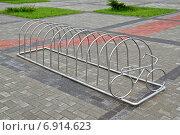 Купить «Велопарковка», фото № 6914623, снято 21 января 2014 г. (c) Сергей Трофименко / Фотобанк Лори
