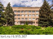 Купить «Здание Администрации города Азова», фото № 6915307, снято 10 июня 2014 г. (c) Борис Панасюк / Фотобанк Лори