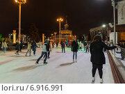 Купить «Москва, Каток на ВДНХ ночью», эксклюзивное фото № 6916991, снято 18 января 2015 г. (c) Володина Ольга / Фотобанк Лори