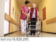 Купить «Flensburg, Germany, physiotherapist makes a patient Laufuebungen», фото № 6920295, снято 6 марта 2014 г. (c) Caro Photoagency / Фотобанк Лори